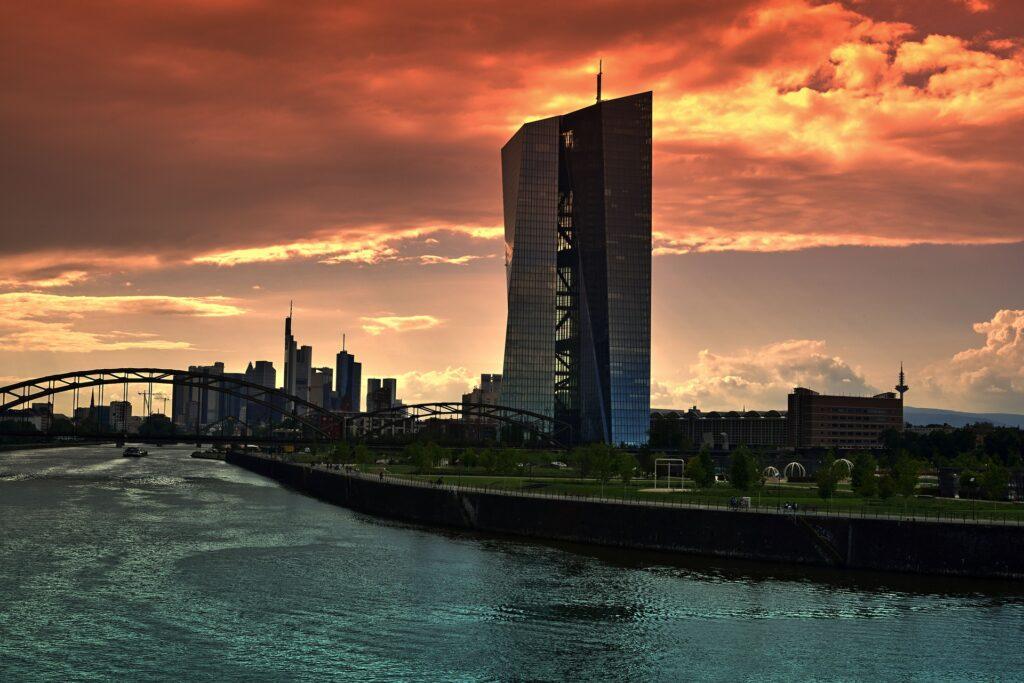 À la BCE, Lagarde prête à agir contre un krach financier dès son arrivée
